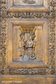 Detal z drzwi głównych